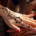 Giới trẻ nhộn nhịp tậu hình xăm Henna đẹp đón tết 2016