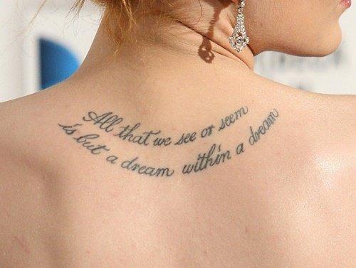hình xăm chữ ở lưng cho nữ mang nhiều ý nghĩa lớn lao