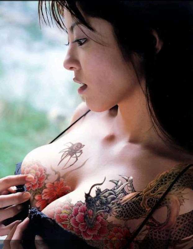 hình xăm rồng ở ngực dành cho phụ nữ
