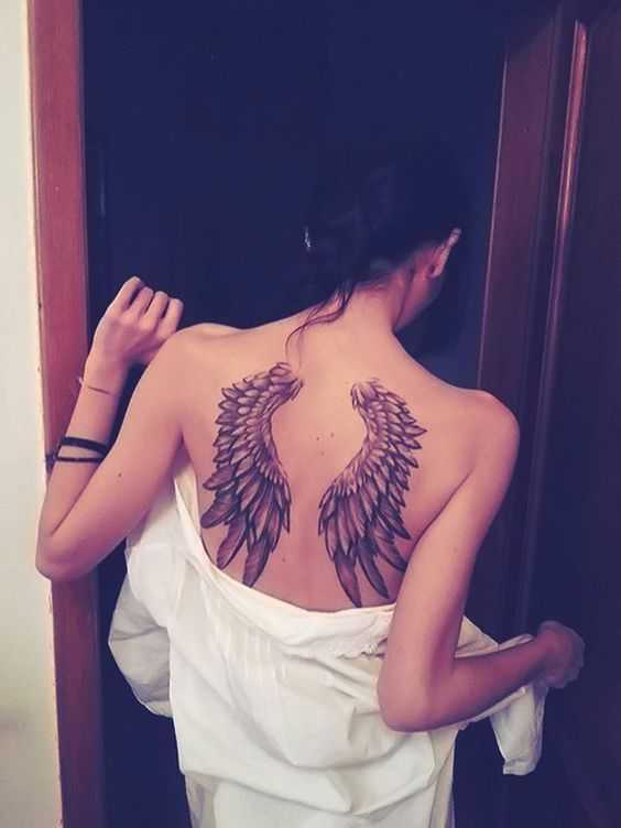 Hình xăm thiên thần đẹp sau lưng